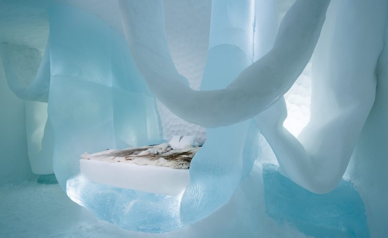 art suite hang in there marjolein vonk maurizio perron icehotel 28 photo by asaf aliger