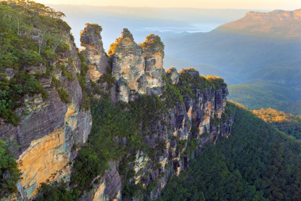 australia new south wales blue mountains three sisters at dawn istk