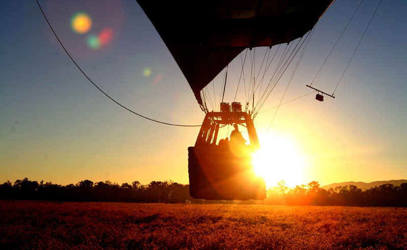 australia queensland hot air ballooning sunrise