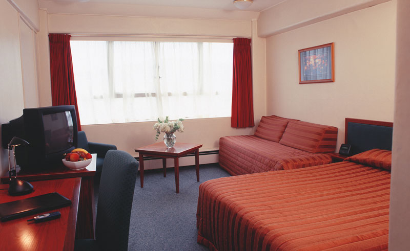 bay plaza wellington guestroom