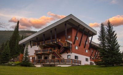 bugaboo lodge exterior