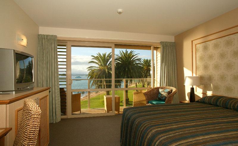 copthorne hotel and resort paihia bedroom