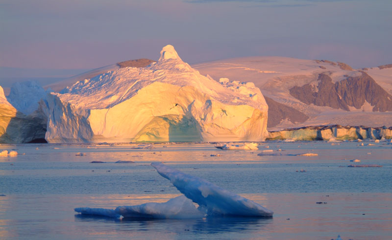east greenland kulusuk icebergs midnight sun vg
