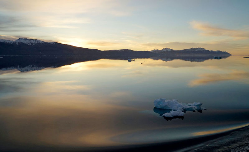 greenland reflection at sunrise pos