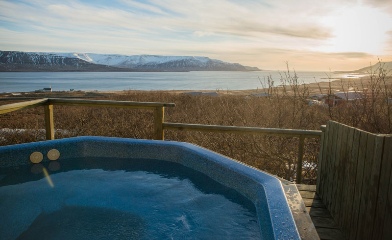 hotel glymur winter hot tub