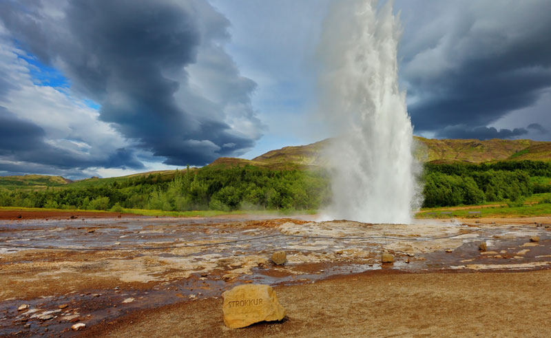 iceland south west strokkur erupting ss