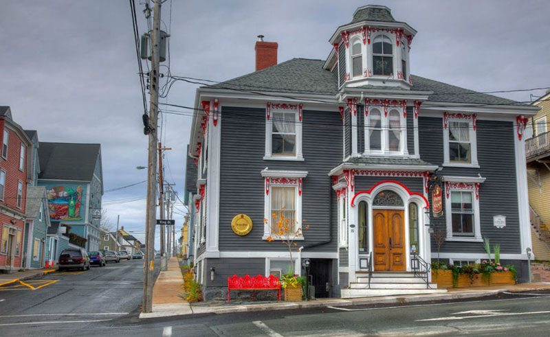 mariner king inn lunenburg exterior