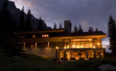 moraine lake lodge dusk