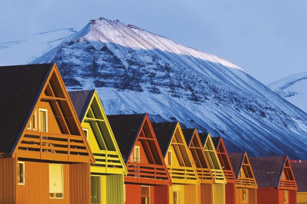 svalbard longyearbyen coloured houses nordnorge