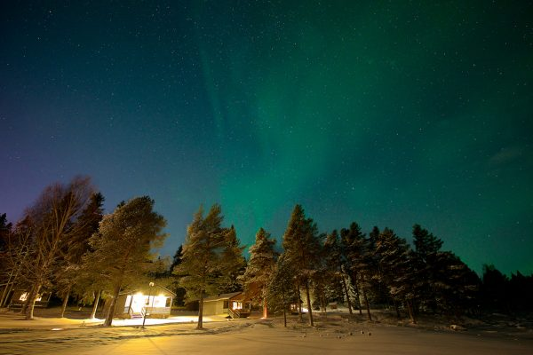 sweden lapland aurora over cabins brandon lodge gr