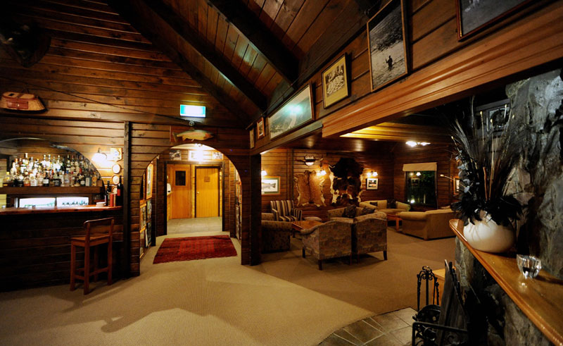 tongariro lodge bar
