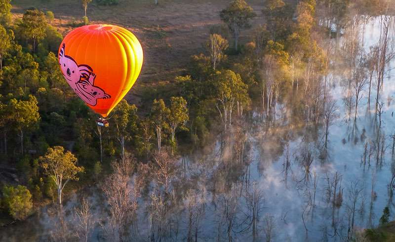 australia queensland hot air ballooning mareeba wetlands