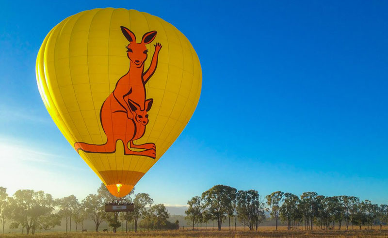 australia queensland hot air ballooning sky
