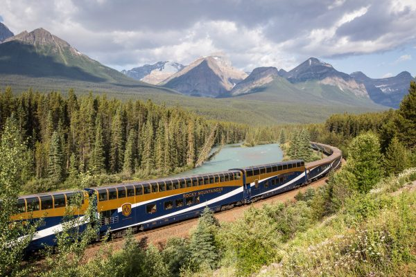 canada rocky mountaineer train rm