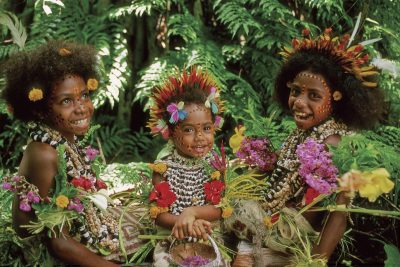 papua new guinea tufi girls in traditional costume pngtb