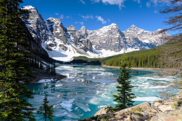 canada alberta moraine lake valley 10 peaks winter istk