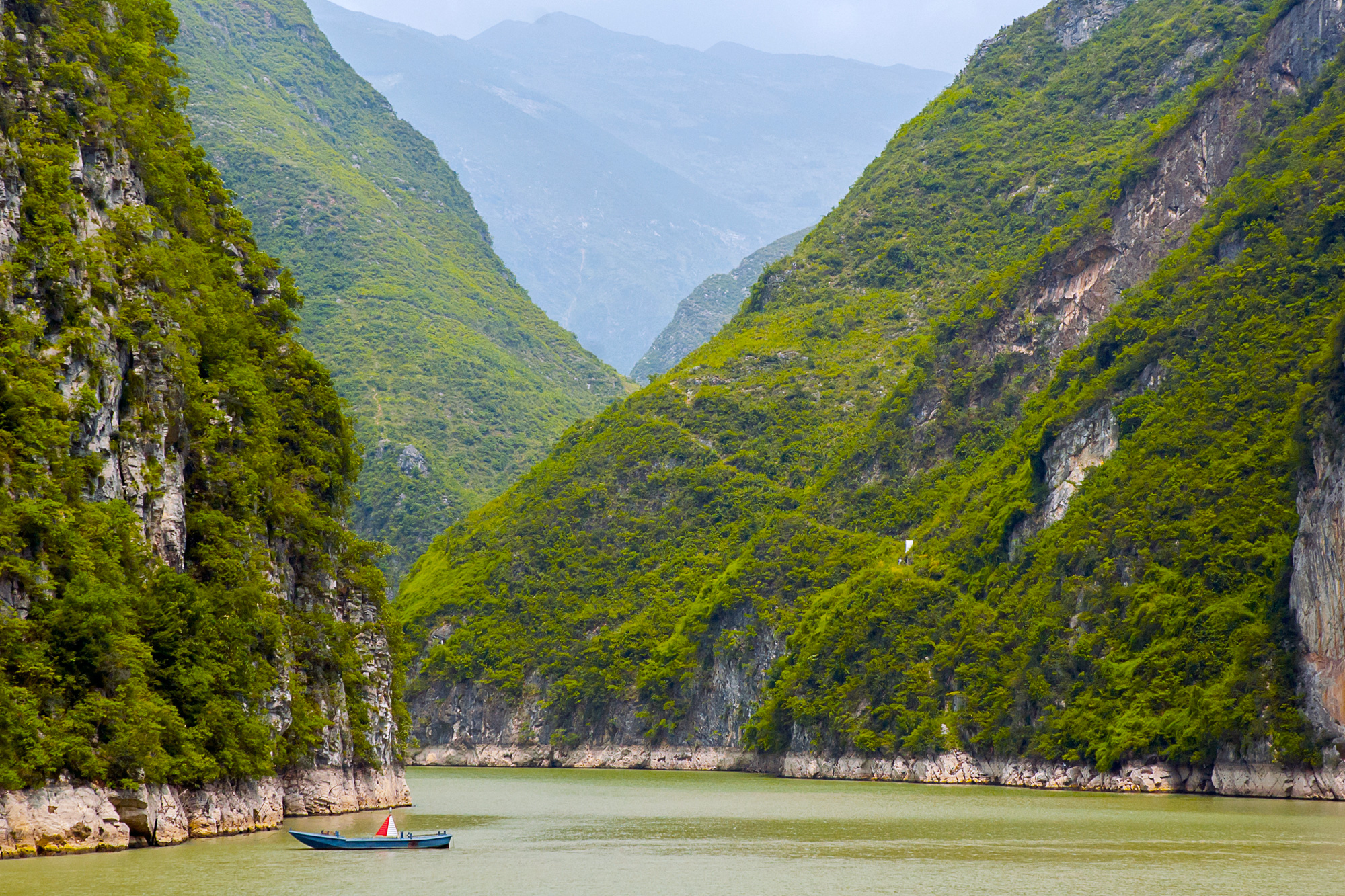china yangtze river and boat istk