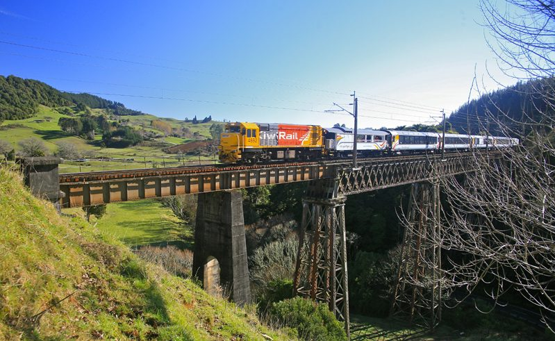new zealand northern explorer train waiteti viaduct