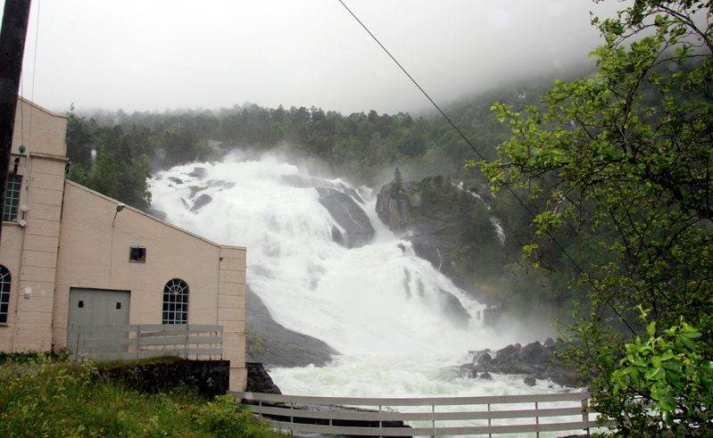norway husedalen trail waterfall