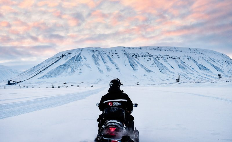 svalbard snowmobile safari htgrtn