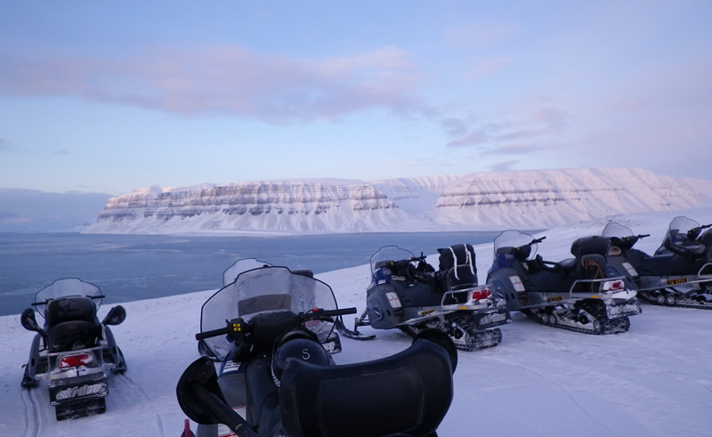 svalbard snowmobile safari to tempelfjorden htgrtn