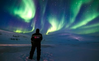 svalbard viewing northern lights overhead htgrtn