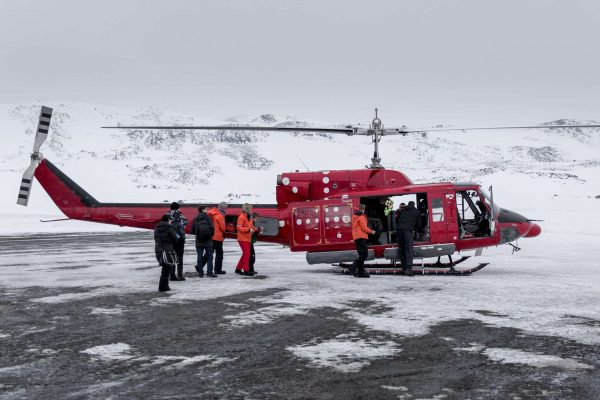 east greenland air greenland bell 212 helicopter in kulusuk vg mp