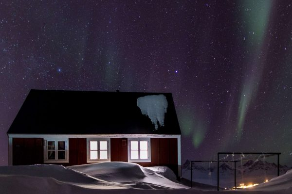 east greenland tasiilaq aurora over house vg mp