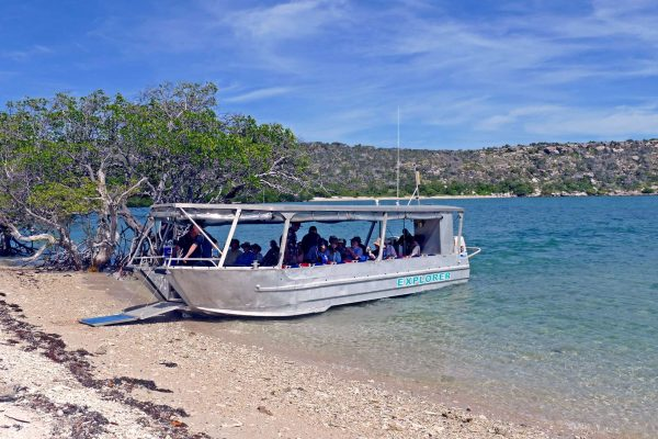 coral expeditions I ship tender shore landing