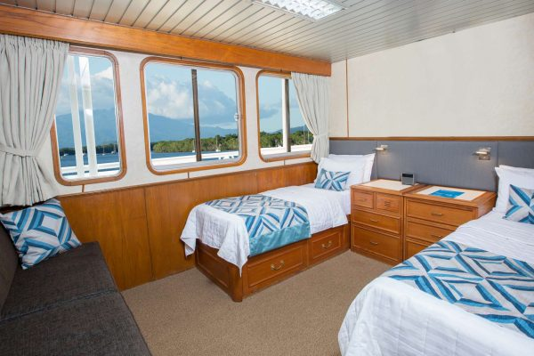 coral expeditions II ship deluxe stateroom