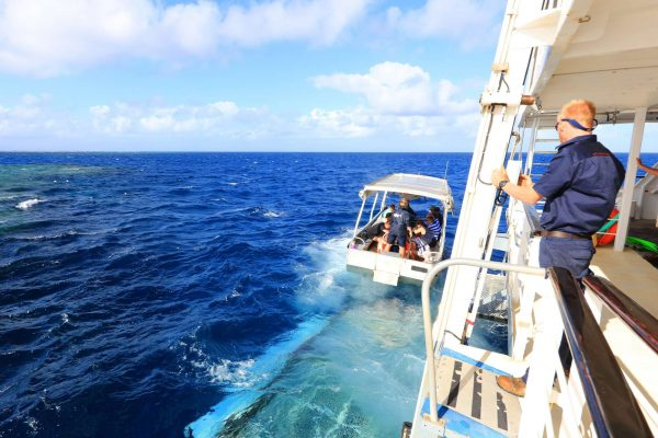 coral expeditions II ship glass bottom boat departing