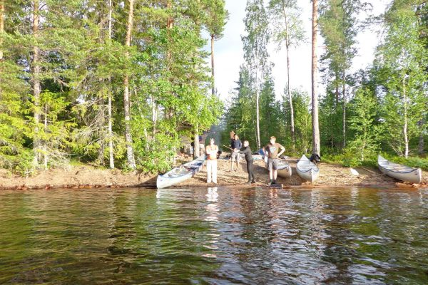 dalarna johannisholm canoes on riverbank
