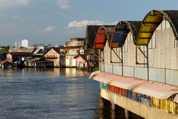 indonesia borneo banjarmasin city homes on stilts istk