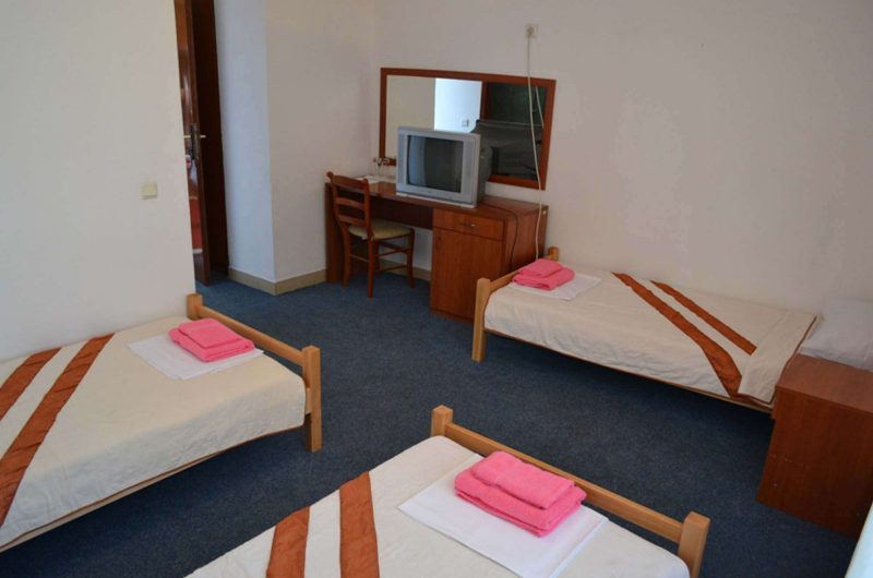 edu mont hotel park bedroom2