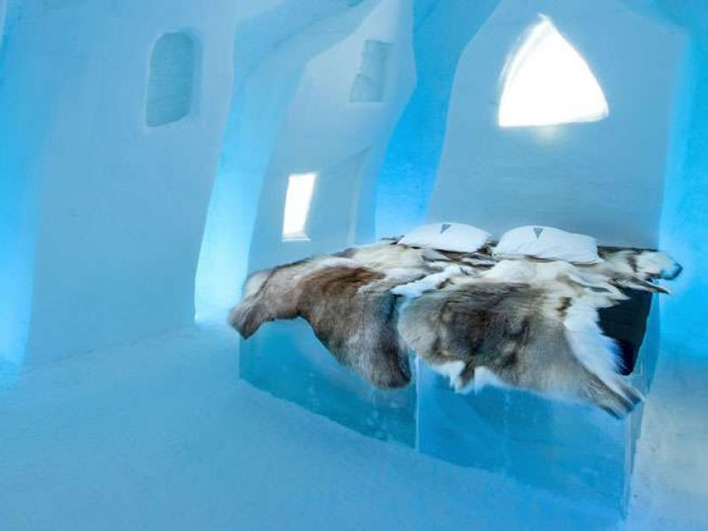 ice bed in cesares wake art suite at icehotel ak