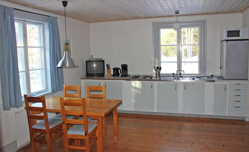 dalarna mora johannisholm cabin kitchen dining