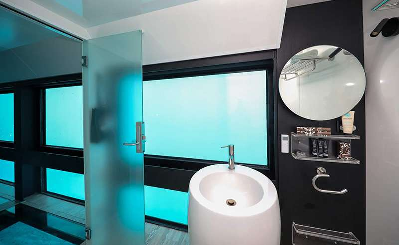 reefsleep reefsuite bathroom whitsundays