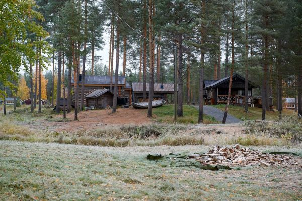 arctic retreat cabins exterior autumn gr